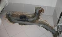 Delna zamenjava odtokov v kopalnici (stanovanjski blok)
