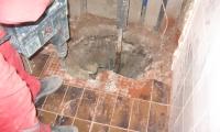 Nujno vzdrževalno delo (puščanje vodovodne inštalacije),stanovanjski blok v Prestranku