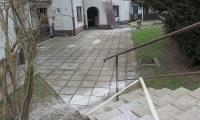 Vzdrževalna dela na okolici stanovanjskega bloka