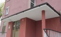 Stanovanjski blok - Sežana,obnova vhoda,montaža senzorja in svetilke...