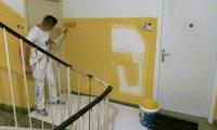 Pleskanje stopnišča,stanovanjski blok v Postojni